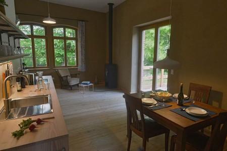 nachhaltige unterkuenfte in deutschland urlaub in der natur auf dem land ruigh gelegen ferienwohnung unkengrund uckermark streuobstwiese alte apfelsorten