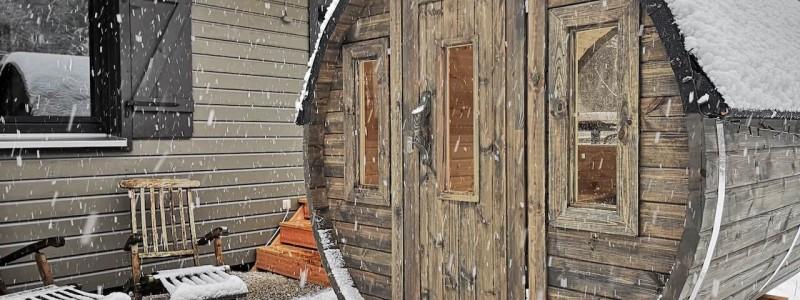 bergquartier herzhausen ferienhaus oberharz berge in der natur mit kindern gruppe grossfamilie winterurlaub norddeutschlands hoechstes gebirge fasssauna aussenansicht winter