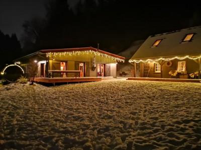 bergquartier herzhausen ferienhaus oberharz berge in der natur mit kindern gruppe grossfamilie winterurlaub norddeutschlands hoechstes gebirge aussenansicht winter bei nacht