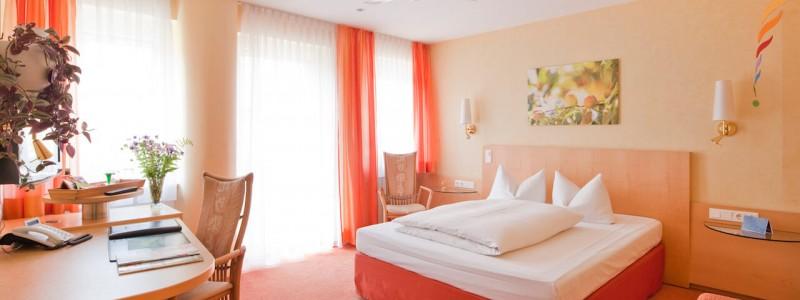 creativhotel luise bayern franken erlangen urlaub in deutschland erstes klimapositives hotel staedtereise geschaeftsreise unrenoviertes zimmer mit oekopass