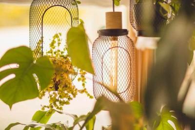 creativhotel luise bayern franken erlangen urlaub in deutschland erstes klimapositives hotel staedtereise geschaeftsreise lampe detail