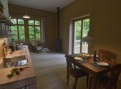 nachhaltige unterkuenfte in deutschland urlaub in der natur ruhe weite uckermark fereinwohnung unkengrund wohnraum kueche