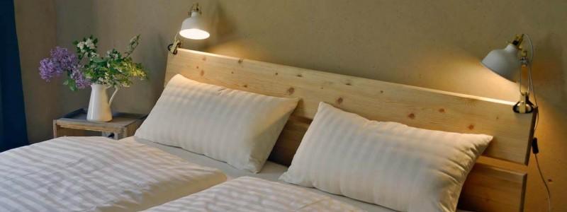 nachhaltige unterkuenfte in deutschland urlaub in der natur ruhe weite uckermark fereinwohnung unkengrund schlafzimmer