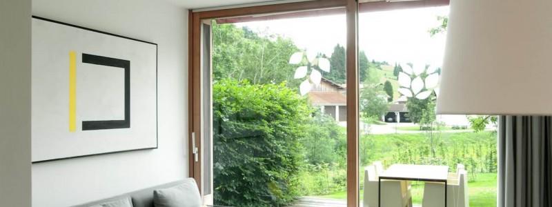 jotvier jungholz ferienwohnung allgäu urlaub in den bergen in der natur mit der familie mit hund nachhaltige bauweise heimische natürliche hölzer baumaterialien wohnraum terrasse