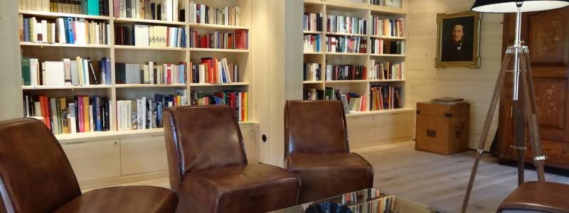 nachhaltige unterkuenfte in deutschland urlaub in der natur auf dem land am wasser ruhig kinder familie landhotel martinsmuehle bibliothek