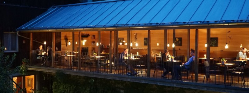 nachhaltige unterkuenfte in deutschland urlaub in der natur auf dem land am wasser ruhig kinder familie landhotel martinsmuehle galerie anbau holz