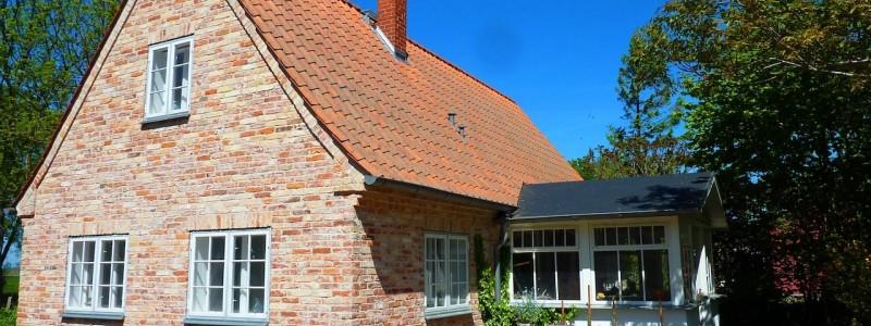rügen natur urlaub in deutschland am meer am wasser mit familie mit kindern ökologische und natürliche bauweise nachhaltige unterkunft ferienhaus ferienwohnung backsteinhaus