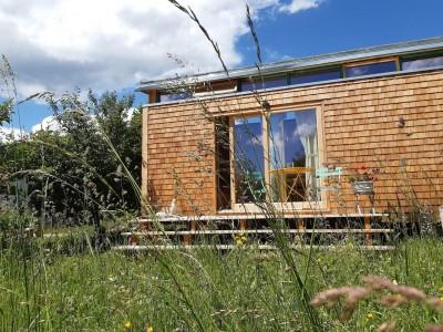 tiny wohntraum tiny house unterammergau urlaub in den bergen urlaub in bayern urlaub mit der familie urlaub mit dem hund weniger ist mehr minimalismus sommer terrasse