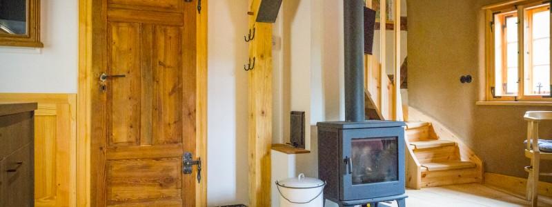umgebinde 1657 fachwerk blockhaus saechsische schweiz elbsandsteingebirge bad schandau krippen urlaub in der natur in den bergen im gruenen mit der grossfamilie mit freunden wandern elbe wasser lehmputz wohnstube steinbrecherstube ofen