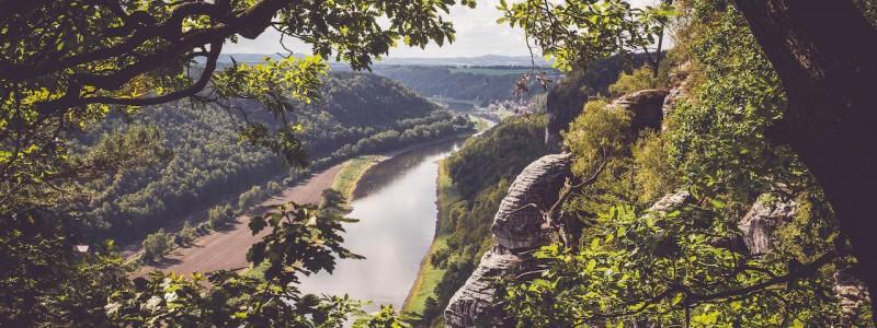 umgebinde 1657 fachwerk blockhaus saechsische schweiz elbsandsteingebirge bad schandau krippen urlaub in der natur in den bergen im gruenen mit der grossfamilie mit freunden wandern elbe wasser lehmputz ausblicke