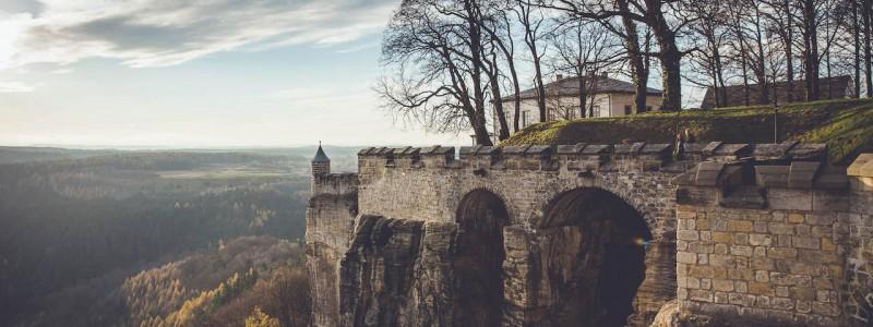 umgebinde 1657 fachwerk blockhaus saechsische schweiz elbsandsteingebirge bad schandau krippen urlaub in der natur in den bergen im gruenen mit der grossfamilie mit freunden wandern elbe wasser lehmputz landschaft