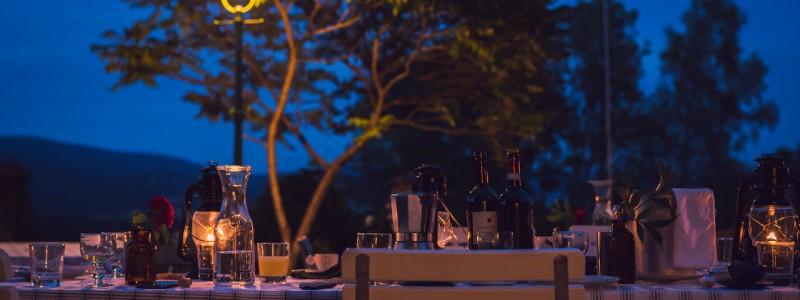 villa breitenberg bayerischer wald nachhaltige unterkunft boutiquie hotel ferienwohnung natur berge ruhe biologische kueche kultur seminare yoga retreats hochzeiten tafel sommernacht