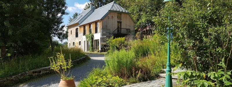 villa breitenberg bayerischer wald nachhaltige unterkunft boutiquie hotel ferienwohnung natur berge ruhe biologische kueche kultur seminare yoga retreats hochzeiten kutscherhaus
