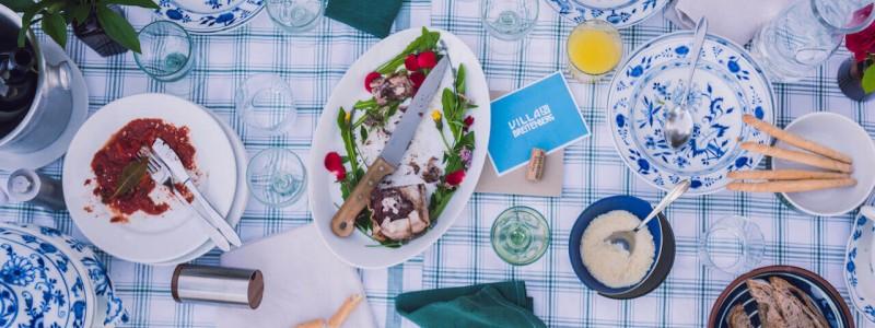 villa breitenberg bayerischer wald nachhaltige unterkunft boutiquie hotel ferienwohnung natur berge ruhe biologische kueche kultur seminare yoga retreats hochzeiten tafel von oben