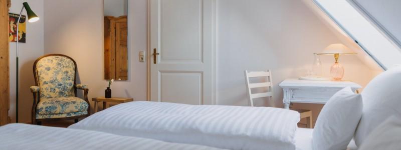 villa breitenberg bayerischer wald nachhaltige unterkunft boutiquie hotel ferienwohnung natur berge ruhe biologische kueche kultur seminare yoga retreats hochzeiten doppelzimmer classic