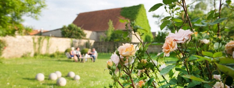 nachhaltige unterkuenfte in deutschland urlaub in der natur auf dem land am fluss ruhig wein bed and breakfast villa sommerach rosen garten